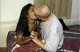 Mumbai College Girl Seducing White Traveler In Hotel Room